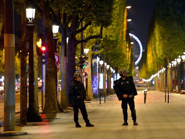 Париж, Елисейские поля. Вечер 20 апреля 2017 года