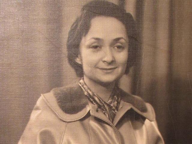 Нехама Лифшиц в юности