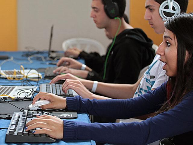 Экзамен на аттестат зрелости по компьютерам отложен