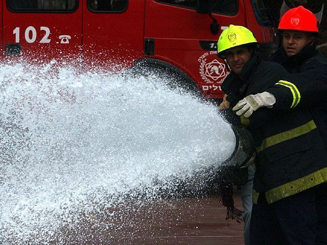 Пожар в поселении Сде Варбург, жители нескольких домов эвакуированы