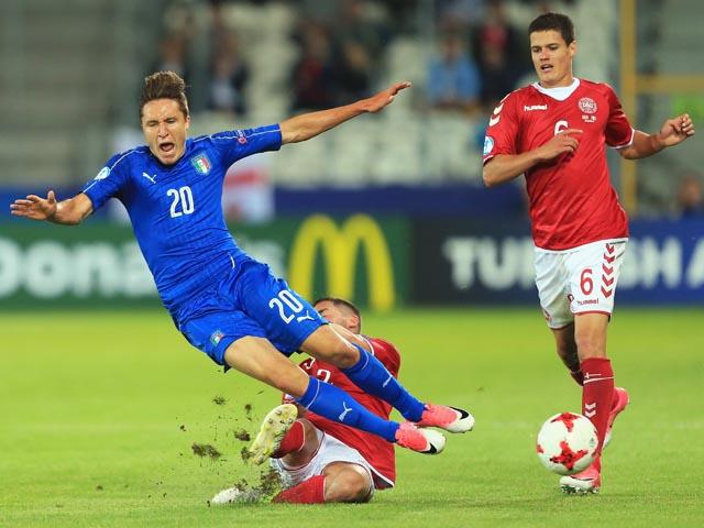 В последнем матче первого тура итальянцы победили датчан 2:0