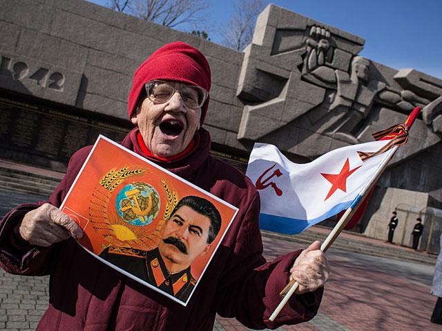 Жители России считают, что без сталинских репрессий нельзя было сохранить порядок