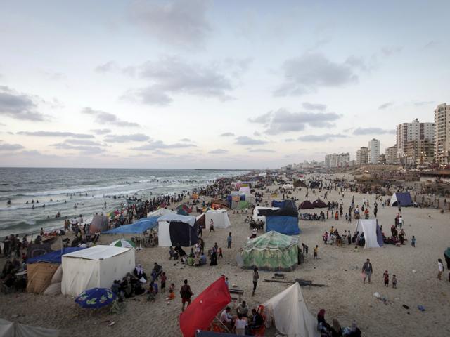 На городском пляже Газы