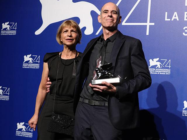 Лаура и Шмуэль Маоз на церемонии награждения 74-го Венецианского кинофестиваля. 9 сентября 2017 года