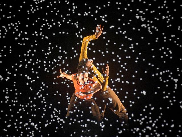 """Мурад Мерзуки, руководитель Национального хореографического центра Кретей, поставил спектакль """"Пиксель"""" в виртуальном пространстве"""