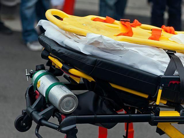 Автомобиль сбил 50-летнюю женщину в Кирьят-Гате, пострадавшая в тяжелом состоянии