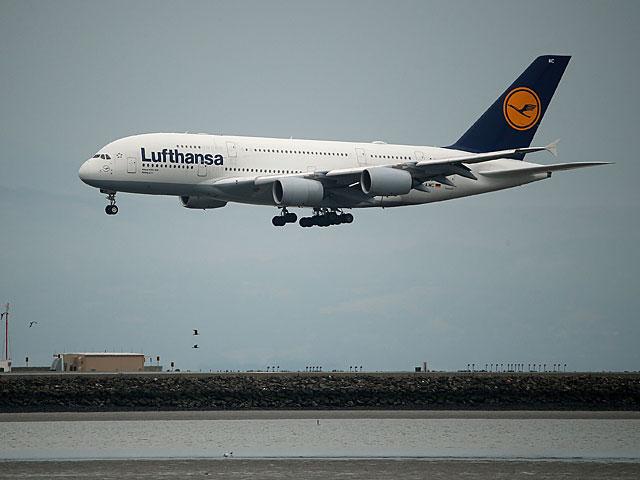 Самолет Lufthansa приземлился в аэропорту Бен-Гурион с неисправным двигателем