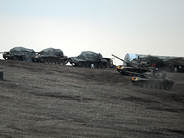 На границе с Иракским Курдистаном наблюдается скопление иранских танков и артиллерии