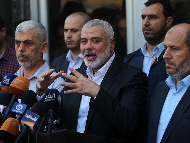 Глава политбюро ХАМАС Исмаил Ханийя (в центре)