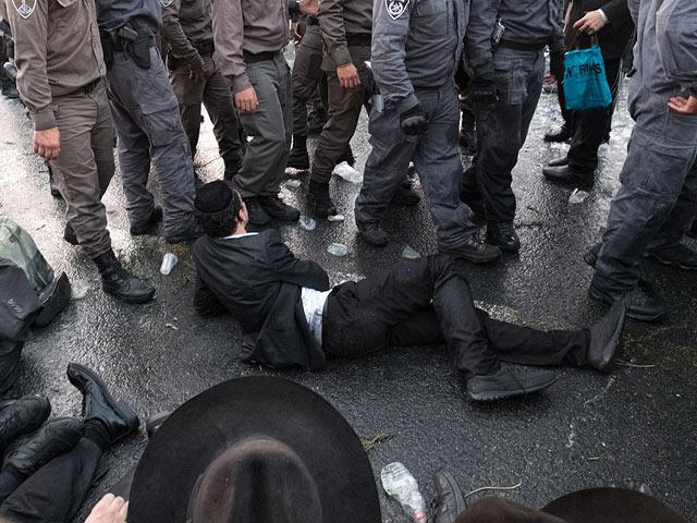 """Агрессивная акция протеста """"харедим"""" в Иерусалиме"""