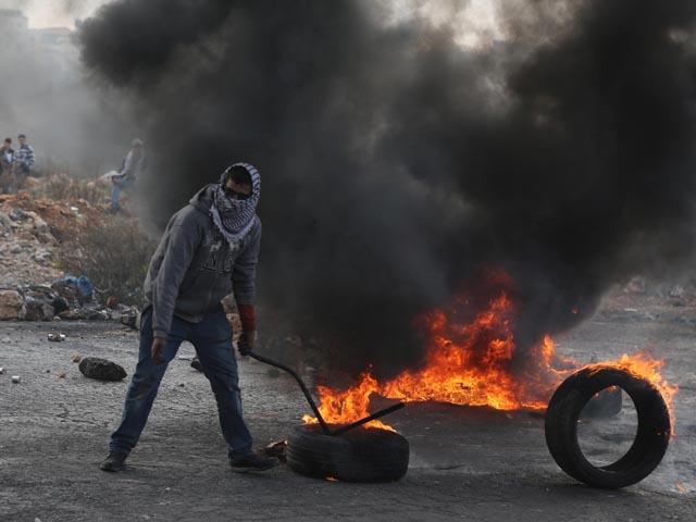 """Возле Ткоа ранен араб, бросивший в военнослужащих """"коктейль Молотова"""""""