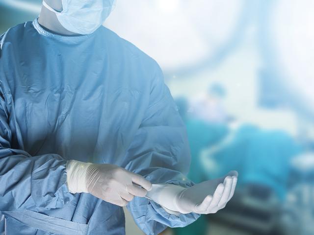 Британский хирург, выжигавший свои инициалы на печени пациентов, оштрафован