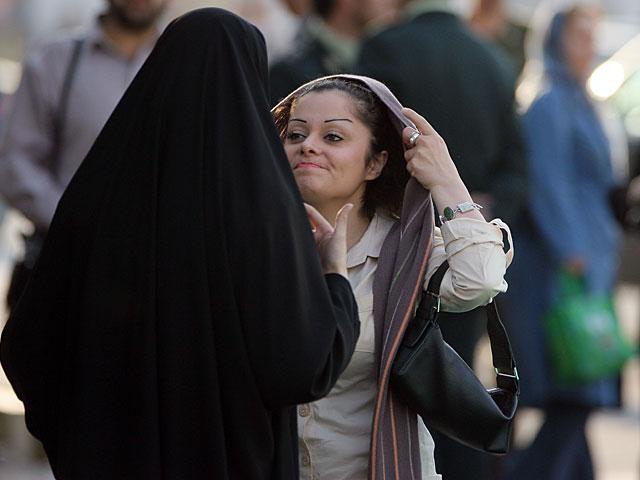 Протесты против хиджаба в Иране, десятки арестованных