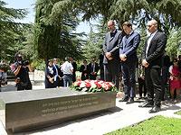 Себастьян Курц около могилы Шимона Переса