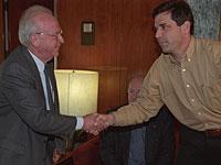 Ицхак Рабин и Гонен Сегев, 1994 год