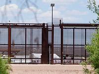 The New York Times: Власти США готовятся разместить до 20000 мигрантов на военных базах