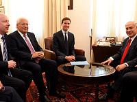 Слева направо: спецпосланник президента США по ближневосточному урегулированию Джейсон Гринблатт, посол США в Израиле Дэвид Фридман, советник президента США Джаред Кушнер и премьер-министр Израиля Биньямин Нетаниягу