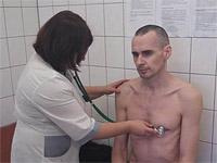 Олег Сенцов во время медицинского осмотра в больнице Лабытнанги. Сентябрь 2018 года