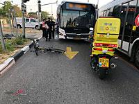 В Яффо автобус сбил велосипедиста. Пострадавший в критическом состоянии