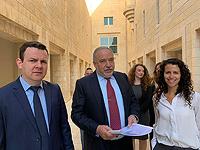 Слева направо: депутат Кнессета Евгений Сова, председатель НДИ Авигдор Либерман, адвокат Мишель Нагар