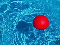 Двухлетний мальчик погиб, купаясь в домашнем бассейне