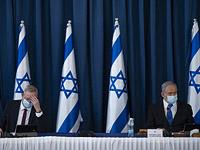 """Политический кризис: """"Ликуд"""" и """"Кахоль Лаван"""" обсуждают """"компромисс Хаузера"""""""