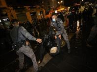 В Иерусалиме участники беспорядков забросали камнями машину; пострадал полицейский