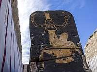Храм неизвестной ранее царицы и десятки саркофагов. В Египте представлены новые находки