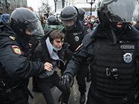 Число задержанных участников акций в поддержку Навального превысило 2500 человек