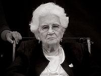 Рут Даян, общественная деятельница и жена Моше Даяна, похоронена на кладбище в поселке Нахалаль
