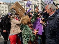 В Мадриде правые активистки напали на феминисток, вышедших на массовую акцию вопреки запрету властей