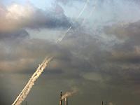 С 6 утра и 8 вечера в сторону Израиля было запущено не менее 180 ракет