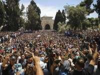 100000 человек под портретами лидеров ХАМАСа: массовая молитва у мечети аль-Акса