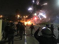 """В Бейт-Шемеше подверглись """"каменной атаке"""" машины пожарных и полиции, приехавшие на пожар"""