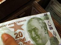 Израильский турист был депортирован из Турции за то, что высморкался в турецкую банкноту