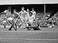 """Пол Маринер (второй слева) в матче """"Ливерпуль"""" - """"Арсенал"""". Чемпионат Англии. 1984 год"""