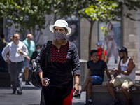 Коронавирус в Израиле: выявлено почти 900 новых зараженных за сутки. Карантинные меры не ужесточены