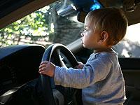 Обязательная установка систем, которые помогут не забывать в машине детей, отсрочена на год