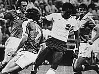 Чемпионат мира 1982 года. Порфирио Бетанкур (в белой футболке) в матче против сборной Северной Ирландии