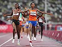Олимпиада. Легкая атлетика. Сифан Хассан выиграла забег несмотря на падение