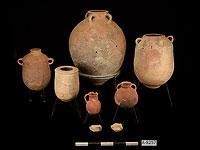 Разбитые сосуды для хранения после восстановления в лабораториях Управления древностей Израиля