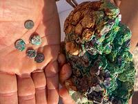 Казна погибшего корабля: турист нашел на пляже клад древних монет