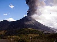 На острове Ла Пальма началось извержение вулкана