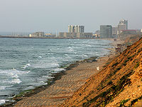 Пляж Ноф-Ям в Герцлии закрыт для купания из-за угрозы обвалов