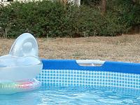 В поселке Кадима-Цоран при купании в бассейне захлебнулась маленькая девочка