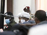 Суд над свергнутым диктатором Омаром аль-Баширом (в центре). Хартум, Судан, 24 августа 2021 года