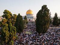 Около 50 тысяч мусульман приняли участие в пятничной молитве на Храмовой горе в Иерусалиме