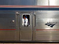 В США пассажирский поезд сошел с рельсов: есть жертвы, десятки пострадавших