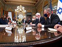 Вице-президент Камала Харрис (слева) встречается с министром иностранных дел Израиля Яиром Лапидом (третий справа) во вторник, 12 октября 2021 года