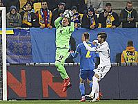 Андрей Пятов в матче против боснийцев